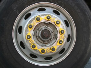 REDCAT-loose-wheel-nut-indicator-restrainer